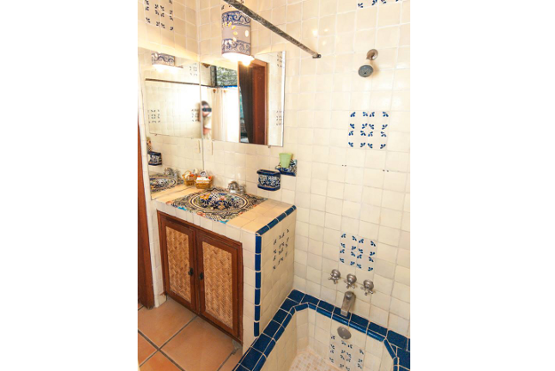 Garden_Lodge_Bathroom_Casa_Flores_Ajijic_BB_Hotel2