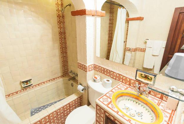 Bugambilias_Bathroom_2_Casa_Flores_Ajijic