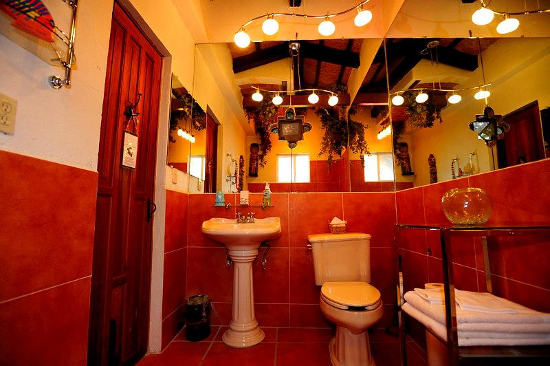 Selva_Romantica_Bathroom_Casa_Flores_Ajijic_BB_Hotel