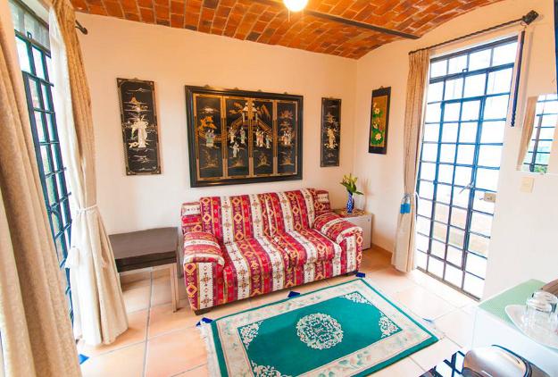 Selva_Romantica_Living_Room_2_Casa_Flores_Ajijic_BB_Hotel