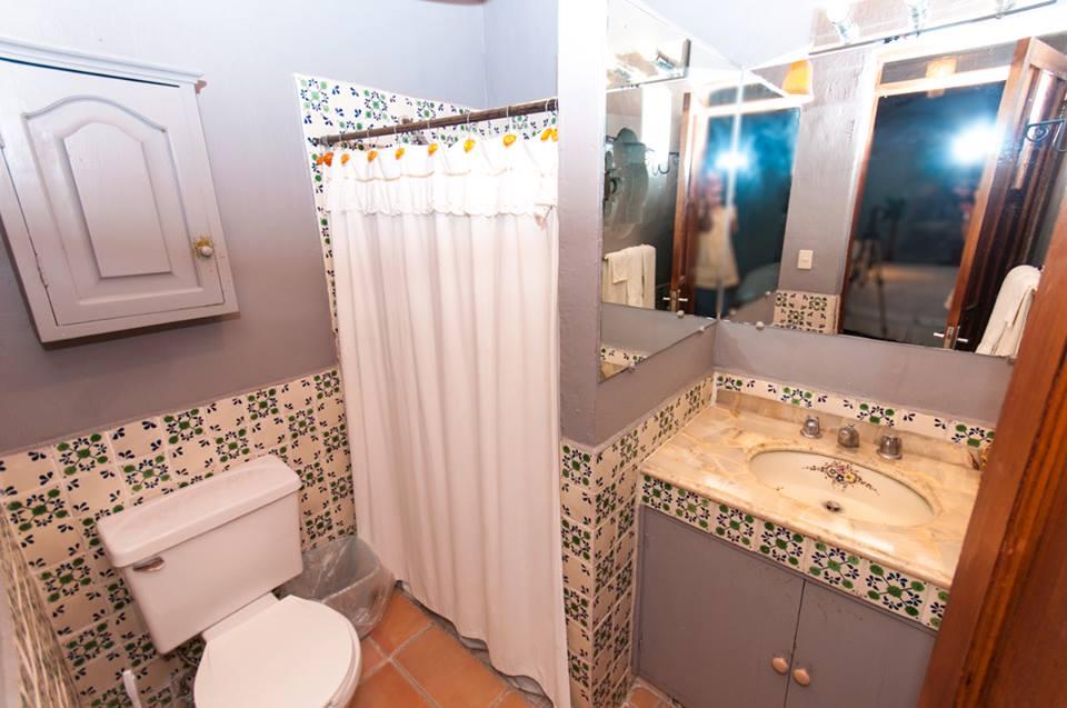 Bugambilias_Bathroom_Casa_Flores_Ajijic